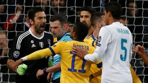 Referee Michael Oliver is confronted by Juventus keeper Gianluigi Buffon after awarding a penalty to Real Madrid