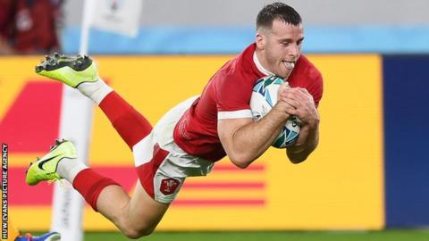 Gareth Davies scores for Wales in their 2019 World Cup win over Australia