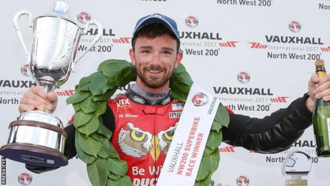 Glenn Irwin edged out Alastair Seeley in a thrilling Superbike race two in 2017
