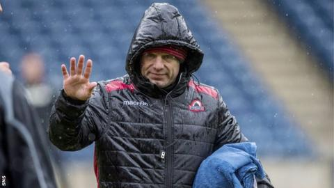 Edinburgh head coach Richard Cockerill oversees training