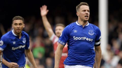 Phil Jagielka celebrates scoring for Everton against Arsenal