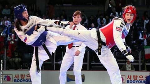 Lauren Williams (right) on her way to the World Junior title