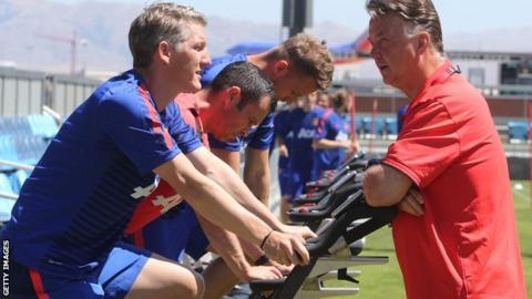 Louis Van Gaal talks to Bastian Schweinsteiger