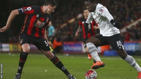 Tommy Elphick challenges Everton's Romelu Lukaku