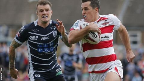 Daniel Mortimer running in Leigh's first try against Featherstone