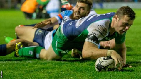 Robbie Henshaw scores a try for Connacht against Treviso