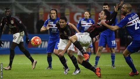 Sampdoria defender Lorenzo De Silvestri (right) challenges AC Milan midfielder Giacomo Bonaventura