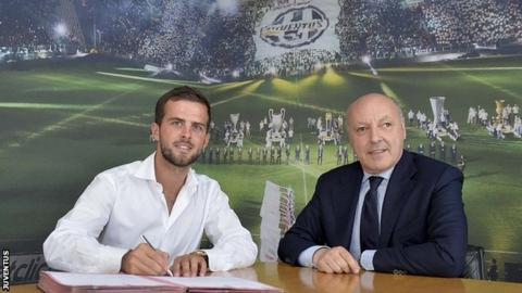 Miralem Pjanic signs for Juventus
