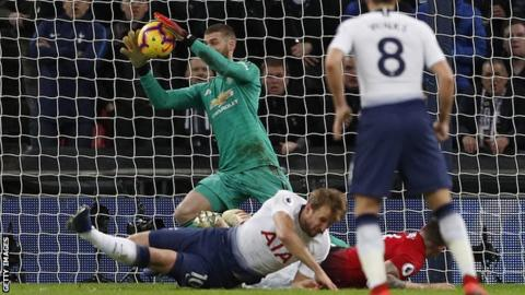 David de Gea saves from Harry Kane