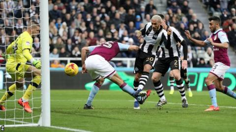 Yoan Gouffran scores for Newcastle