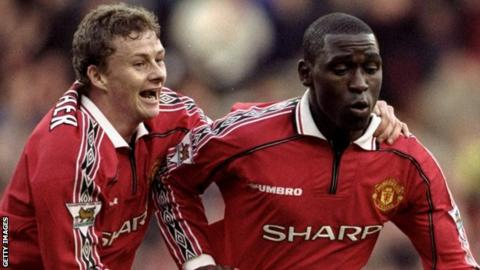Ole Gunnar Solskjaer (left) celebrates with Andy Cole