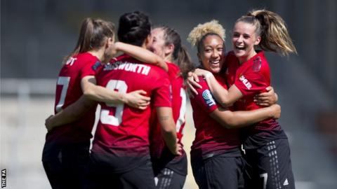 Manchester United Women celebrate goal against Crystal Palace Ladies