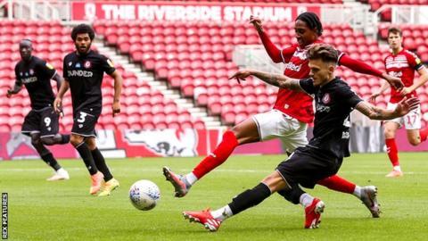 Jamie Paterson scores Bristol City's second goal