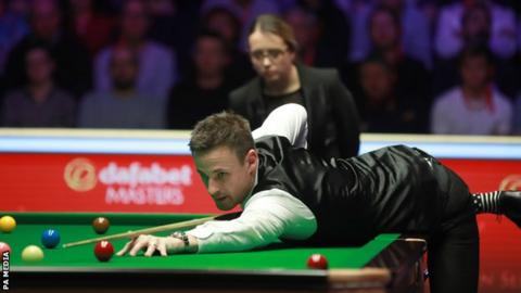 Gilbert makes 144 crash in beating Maguire to attain Masters semi-last thumbnail
