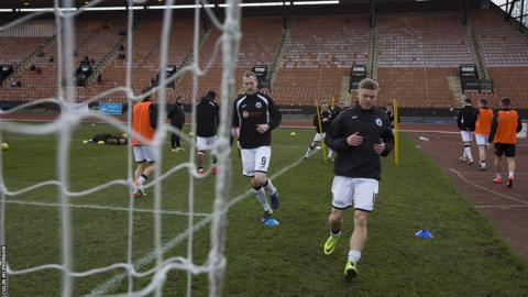 Edinburgh City players Marc Laird and Dean Cummings (right) warming up