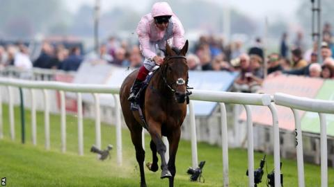 So Mi Dar, ridden by Frankie Dettori, won the Musidora Stakes at York