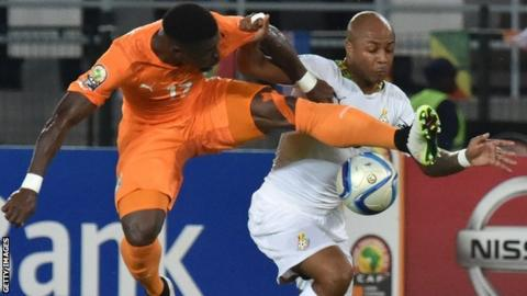 Ivory Coast defender Serge Aurier and Ghana forward Andre Ayew fight for the ball
