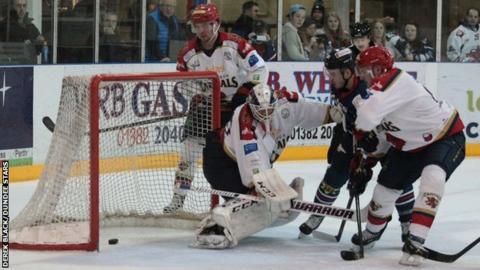 Edinburgh Capitals goalie Travis Fullerton was beaten six times as Dundee Stars took a 6-0 victory on Sunday