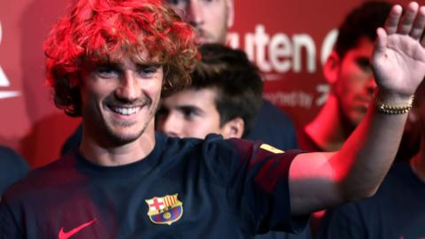 Antoine Griezmann with his new Barcelona teammates