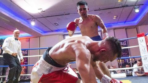 Kash Farooq fights Kyle Williams