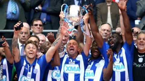 Thatcham Town lift the FA Vase