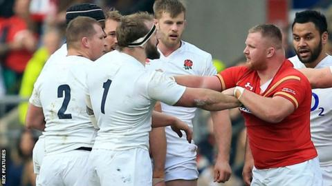 England's Joe Marler (1) is confronted by Samson Lee