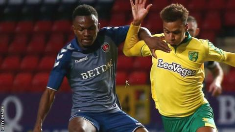 Regan Charles-Cook of Charlton Athletic and Josh Murphy of Norwich City battle for possession