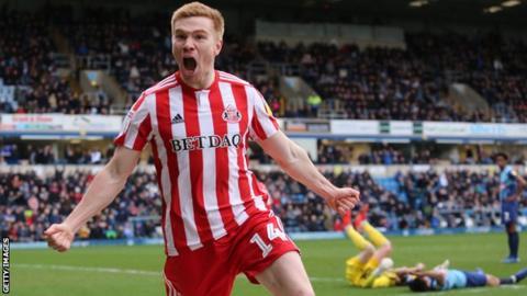 Duncan Watmore in action for Sunderland