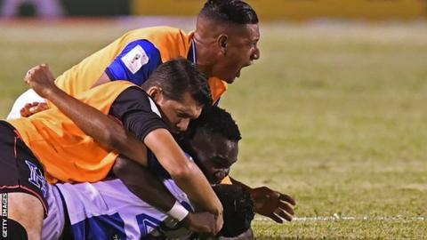 Honduras football players celebrating