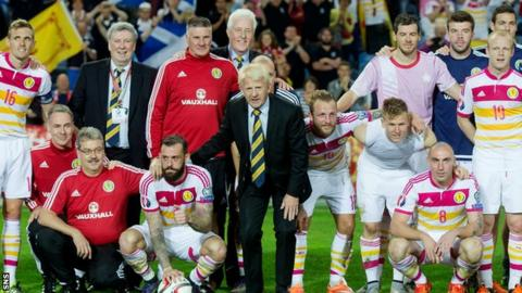 Gordon Strachan, coaching staff and players pose for a photo after the 6-0 win over Gibraltar at the end of Scotland's failed qualifying campaign for France next summer