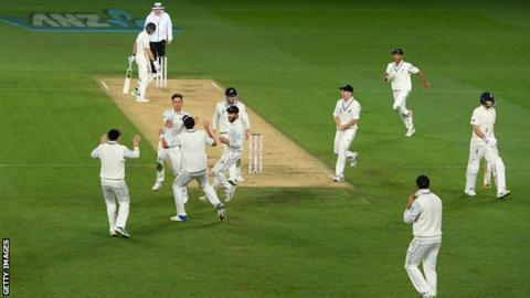 New Zealand celebrate Joe Root's wicket