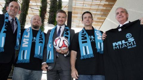 David Beckham (centre)