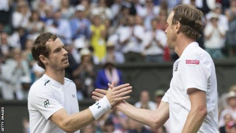 Andy Murray battles past Duckworth. John Isner moves to round two