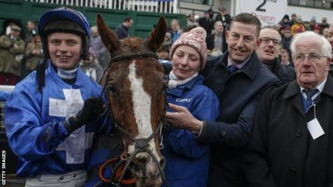 James Bowen (l) with Chepstow winner Raz De Maree and trainer Gavin Cromwell (third from left)
