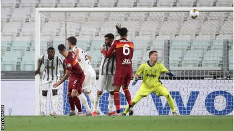 Nikola Kalinic scores for Roma