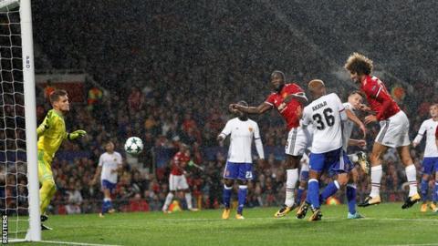 Marouane Fellaini heads in for Manchester United