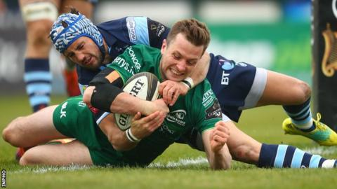 Fly-half Jack Carty scores Connacht's third try