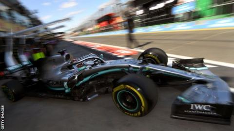 Lewis Hamilton predicts a tough battle in Australian GP