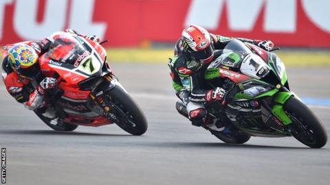 Chaz Davies (left) and Jonathan Rea