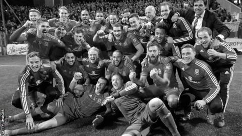 Wales celebrate reaching Euro 2016