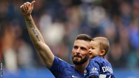 Giroud signs one-year contract extension at Chelsea