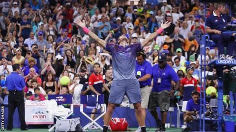 Juan Martin celebrates beating Dominic Thiem