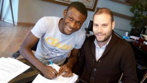 Nigerian Godwin Obaje signs a contract with Tunisian club Etoile du Sahel