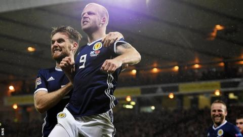Stephen O'Donnell and Steven Naismith celebrate the latter's goal