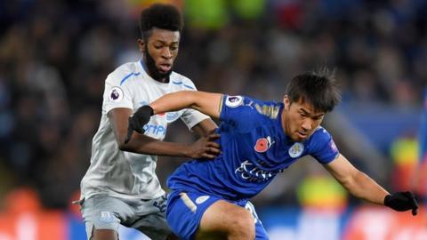 Everton's Beni Baningime and Leicester City's Shinji Okazaki