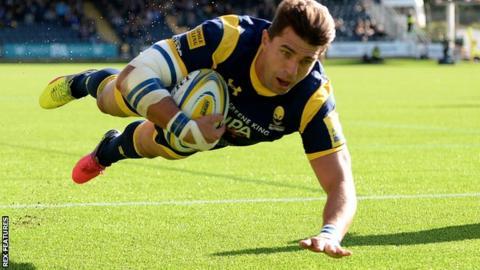 Wynard Olivier scores Worcester's try