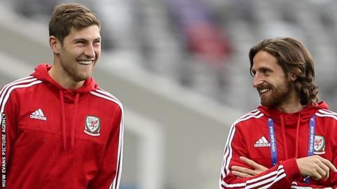 Ben Davies (left) with Joe Allen