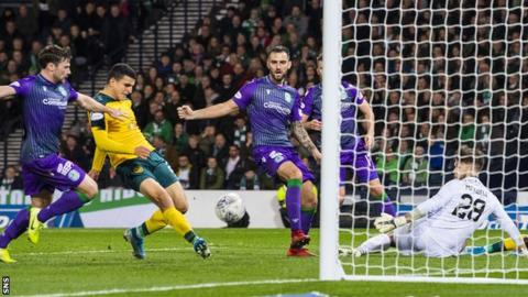 Elyounoussi's second goal gave Celtic a 3-1 lead before half-time