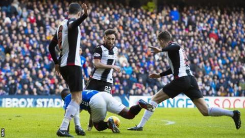 Jermain Defoe wins a penalty for Rangers against St Mirren