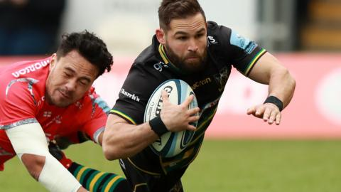 Cobus Reinach scores a try for Northampton